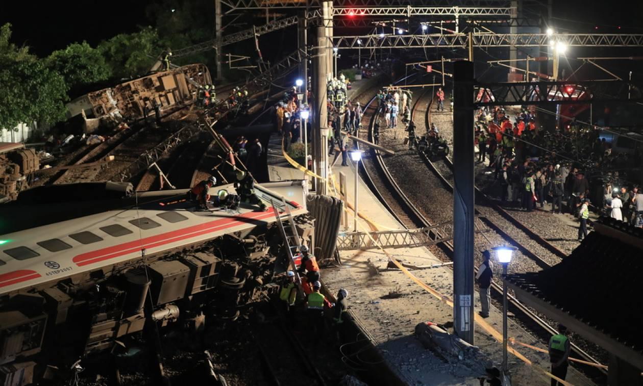 Χωρίς τέλος η τραγωδία από τον εκτροχιασμό τρένου στην Ταϊβάν: Δεκάδες οι νεκροί (pics+vids)