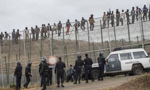 Ισπανία: Ένας νεκρός και 19 τραυματίες κατά την είσοδο 200 παράτυπων μεταναστών στη Μελίγια