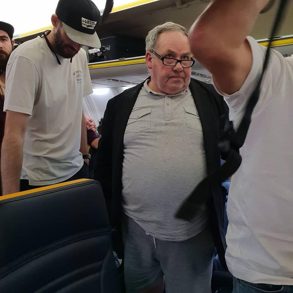 Σάλος με το βίντεο που καταγράφει το ρατσιστικό «παραλήρημα» επιβάτη κατά τη διάρκεια πτήσης