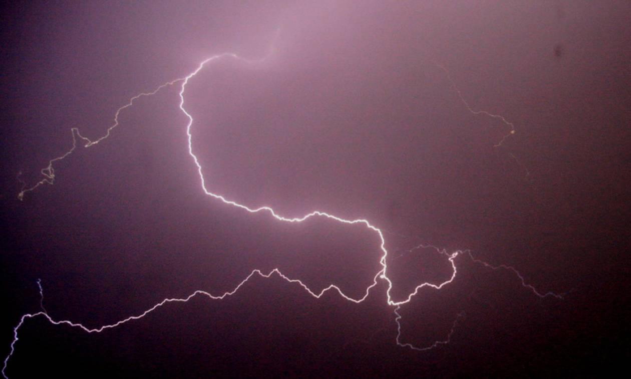 Καιρός: Τρομάζει η δύναμη του «Ορέστη» - Πάνω από 20.000 κεραυνούς έχει προκαλέσει η κακοκαιρία