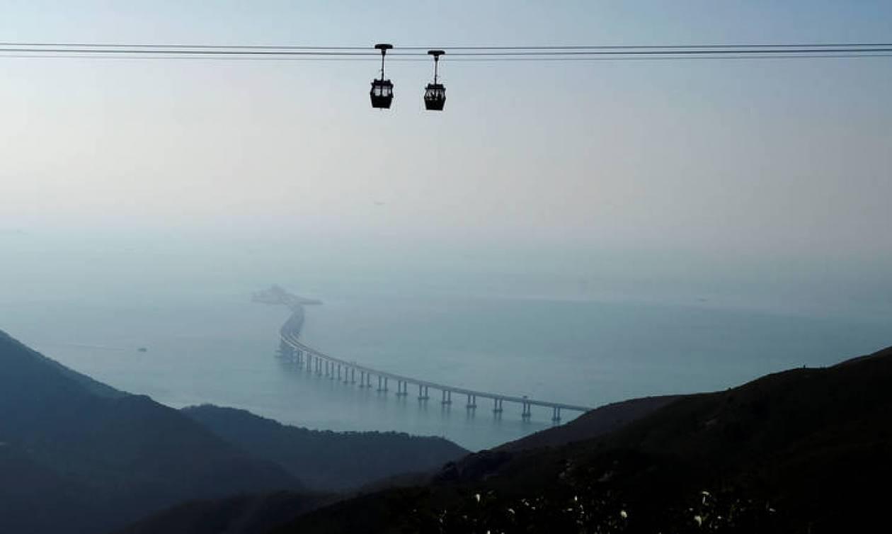 Έτοιμη η μεγαλύτερη γέφυρα του κόσμου που συνδέει το Χονγκ Κονγκ με την Κίνα