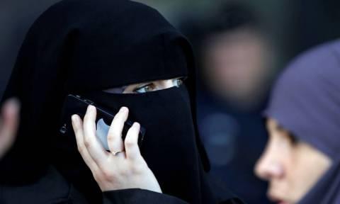 ΟΗΕ: Η απαγόρευση του νικάμπ στη Γαλλία παραβιάζει τα ανθρώπινα δικαιώματα