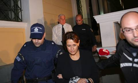 Στη φυλακή για μίζες ο Γιάννος Παπαντωνίου και η σύζυγός του