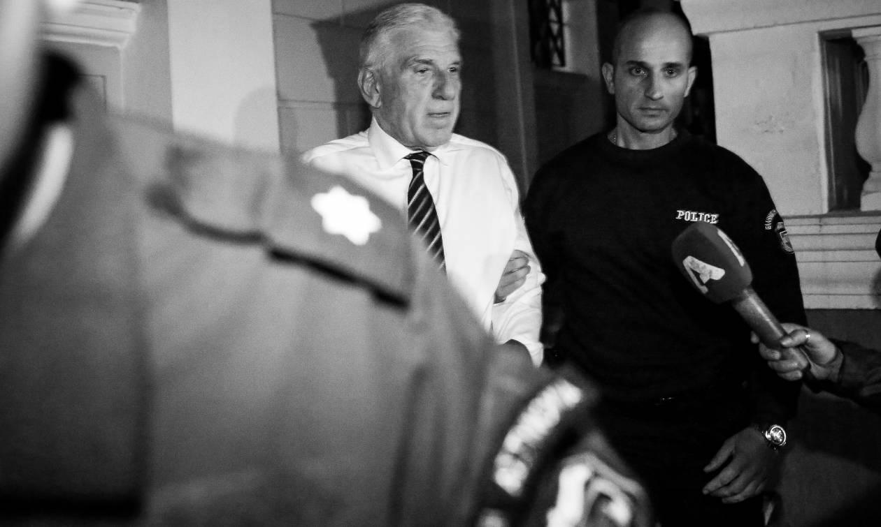 Νέος «χαρτοπόλεμος» Μαξίμου – ΝΔ για την προφυλάκιση Παπαντωνίου