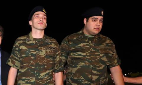 Έλληνες στρατιωτικοί: Σε στρατοδικείο παραπέμπονται οι Μητρετώδης - Κούκλατζης (pics+vid)