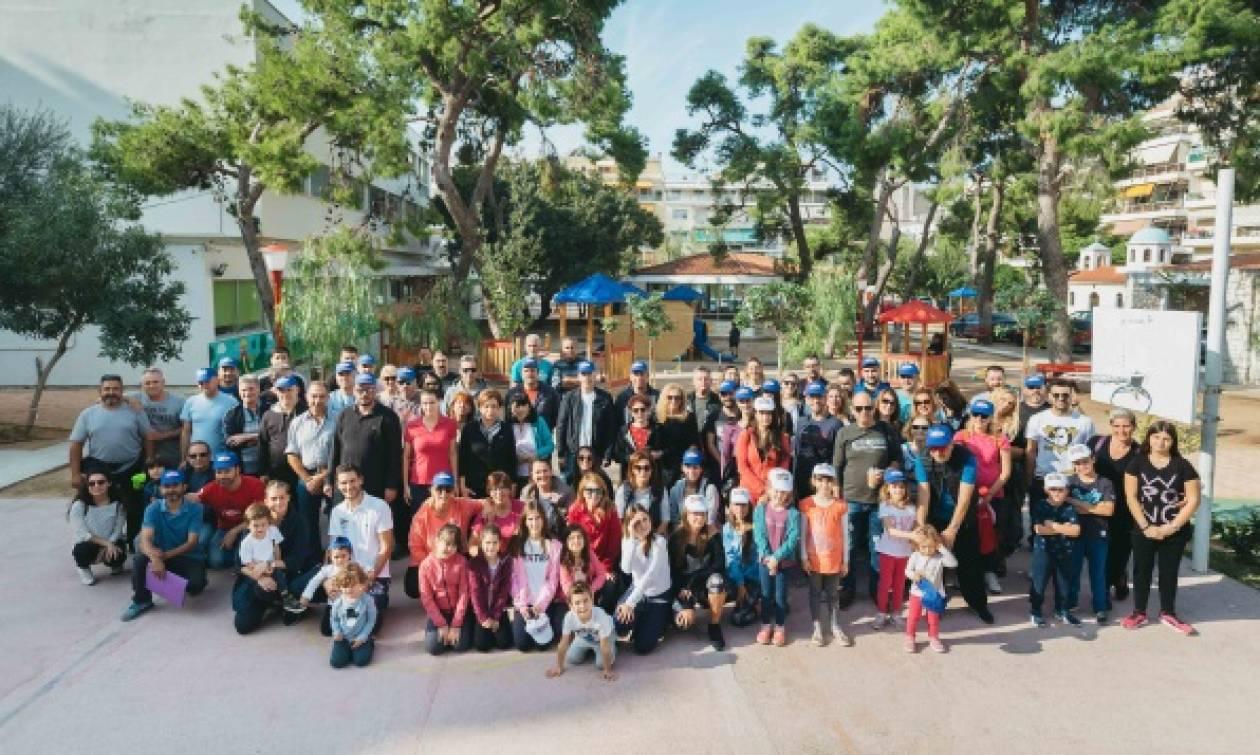 Οι εθελοντές της ΜΕΛΙΣΣΑ ΚΙΚΙΖΑΣ δίπλα στα παιδιά του  Πρότυπου Εθνικού Νηπιοτροφείου Καλλιθέας