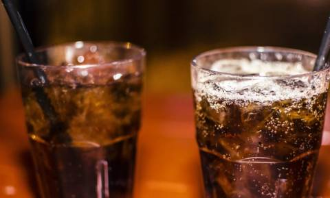 ΣΟΚ: Aλκοολικός πατέρας αντί για φαγητό, έδινε στα παιδιά του μόνο αναψυκτικά!
