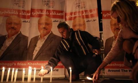Θλίψη για τον Κασόγκι στην Τουρκία: Κεριά και συνθήματα έξω από την πρεσβεία της Σαουδικής Αραβίας