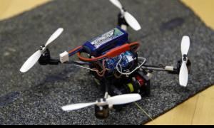 Το πρώτο ιπτάμενο ρομπότ που σηκώνει βαριά φορτία και ανοίγει πόρτες! (vid)