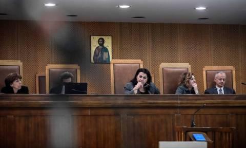 Πού αποδίδει η Ένωση Δικαστών και Εισαγγελέων την καθυστέρηση στη δίκη της Χρυσής Αυγής