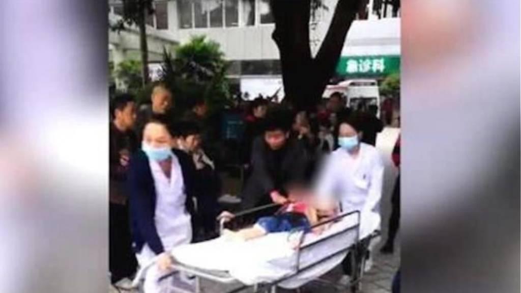 Φρίκη στην Κίνα: Γυναίκα μαχαίρωσε 14 παιδιά σε νηπιαγωγείο (vids+pics)