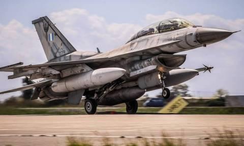 Χωρίς τέλος οι τουρκικές προκλήσεις: Εικονικές αερομαχίες με οπλισμένα μαχητικά πάνω από το Αιγαίο