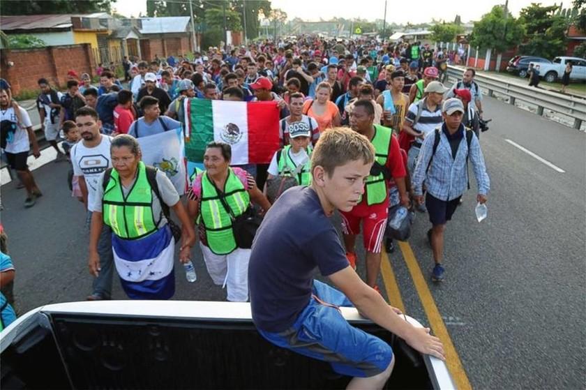 Το «καραβάνι» της απόγνωσης και του τρόμου: 7.000 μετανάστες αντιμέτωποι με το στρατό των ΗΠΑ (vids)