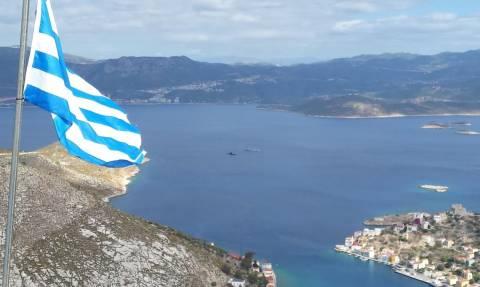Οι Τούρκοι αποκλείουν το Καστελλόριζο – Φρεγάτες και ελικόπτερα γύρω από το νησί
