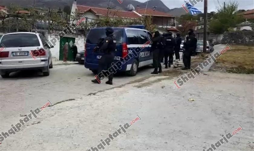 Αργυρόκαστρο: Ομογενής ύψωσε την ελληνική σημαία, την κατέβασαν και άνοιξε πυρ