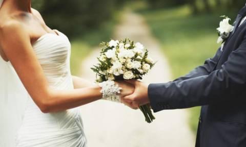 Κακός χαμός με γάμο στη Χαλκίδα: Αποκαλύφθηκε το μυστικό του γαμπρού και τον πήραν όλοι στο κυνήγι!