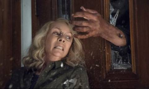 «Σαρώνει» τα ταμεία η νέα ταινία Halloween με τη Τζέιμι Λι Κέρτις - Δείτε το τρέιλερ