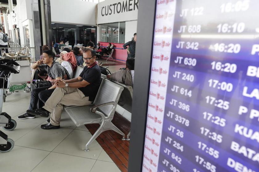 Αεροπορική τραγωδία στην Ινδονησία: Σβήνουν οι ελπίδες για επιζώντες (pics+vids)
