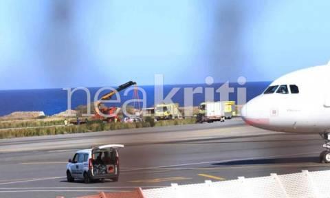 «Θρίλερ» στο αεροδρόμιο Ηρακλείου: Αεροσκάφος προσγειώθηκε με την «κοιλιά» (pics)