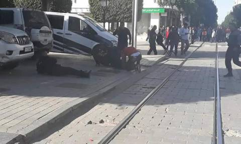 Σκηνές φρίκης στην Τυνησία: Γυναίκα καμικάζι ανατινάχθηκε μπροστά από αστυνομικούς (ΣΚΛΗΡΕΣ ΕΙΚΟΝΕΣ)