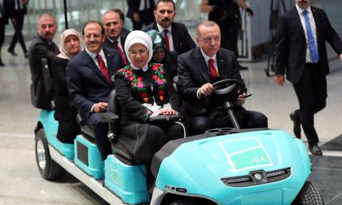 Φιέστα Ερντογάν: Εγκαινίασε στην Κωνσταντινούπολη το «μεγαλύτερο αεροδρόμιο του κόσμου»
