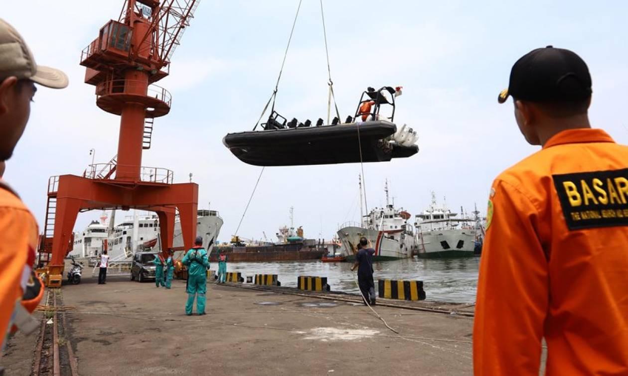 Ανείπωτη τραγωδία στην Ινδονησία: «Ξεβράζει» πτώματα η θάλασσα - Σοκαριστικές μαρτυρίες (vids+pics)