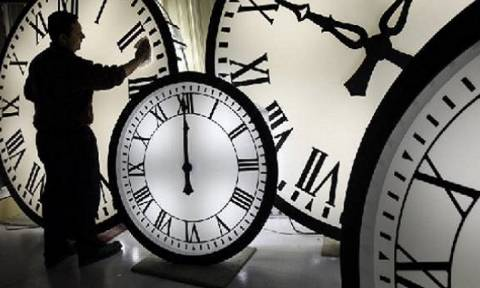 Αλλαγή ώρας: Δείτε πότε θα αλλάξετε τελικά για τελευταία φορά τα ρολόγια σας