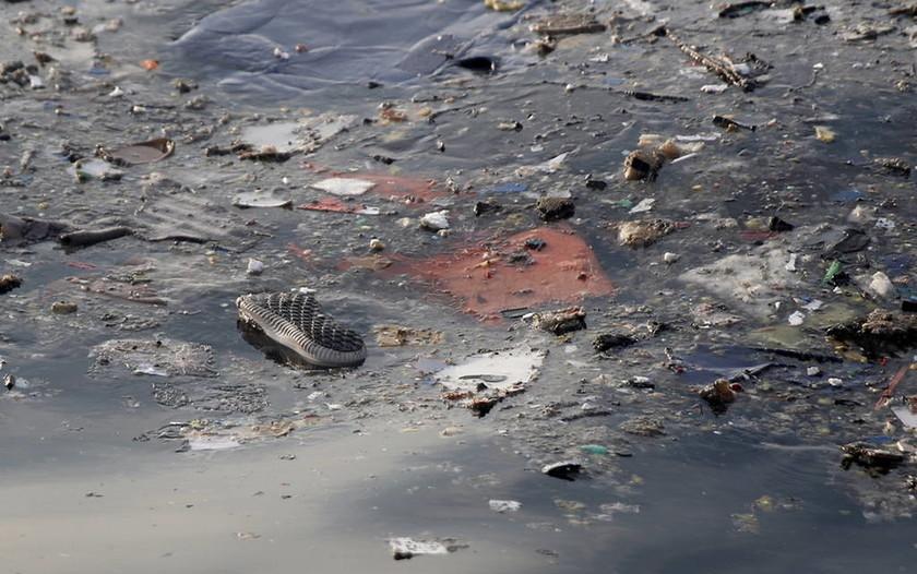 Αεροπορική τραγωδία στην Ινδονησία: Τα «μαύρα κουτιά» θα δώσουν απαντήσεις (pics)