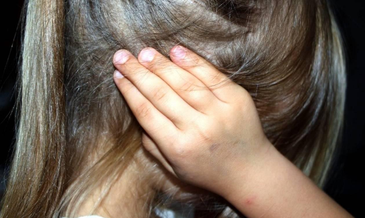 Κρήτη: Πατέρας ξυλοκόπησε την ανήλικη κόρη του στη μέση του δρόμου