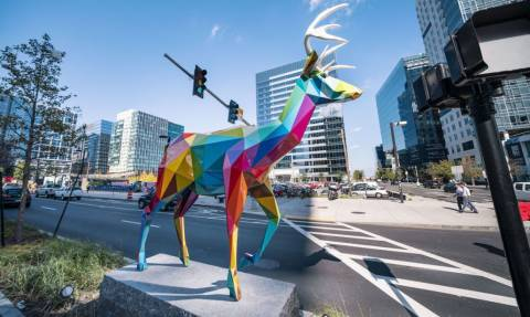 Βοστώνη: Περίεργα πολύχρωμα γλυπτά εμφανίστηκαν στους δρόμους!