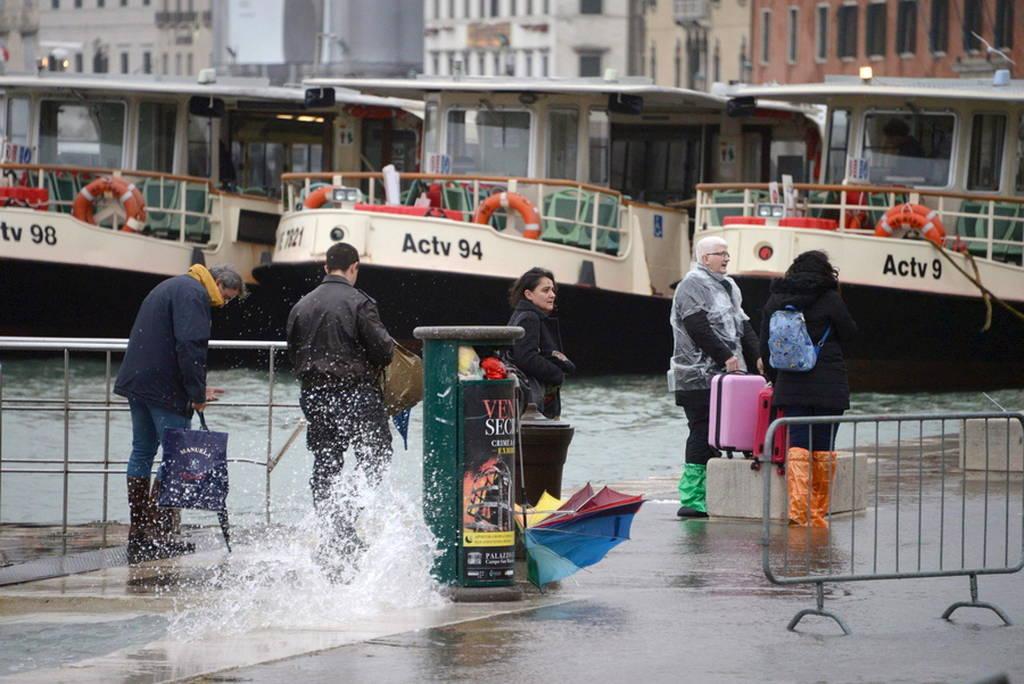 Ιταλία: Αυξάνεται ο αριθμός των νεκρών από τη φονική κακοκαιρία (pics)