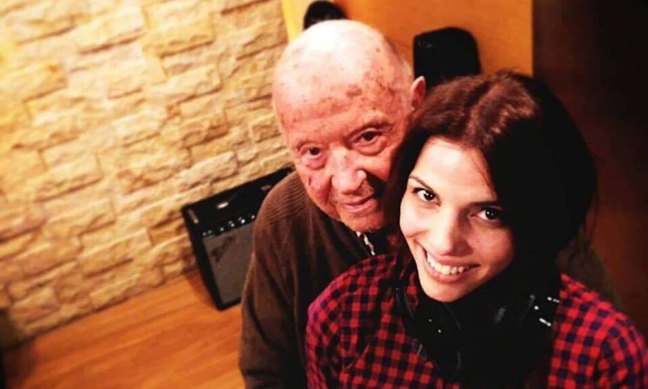 Χρύσα Μπανδέλη: Η μούσα του Μίμη Πλέσσα κλέβει την παράσταση στη Βόρεια Ελλάδα