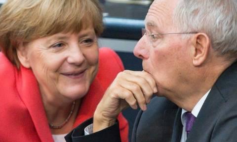 Σόιμπλε: Η Μέρκελ έλαβε τη σωστή απόφαση τη σωστή στιγμή