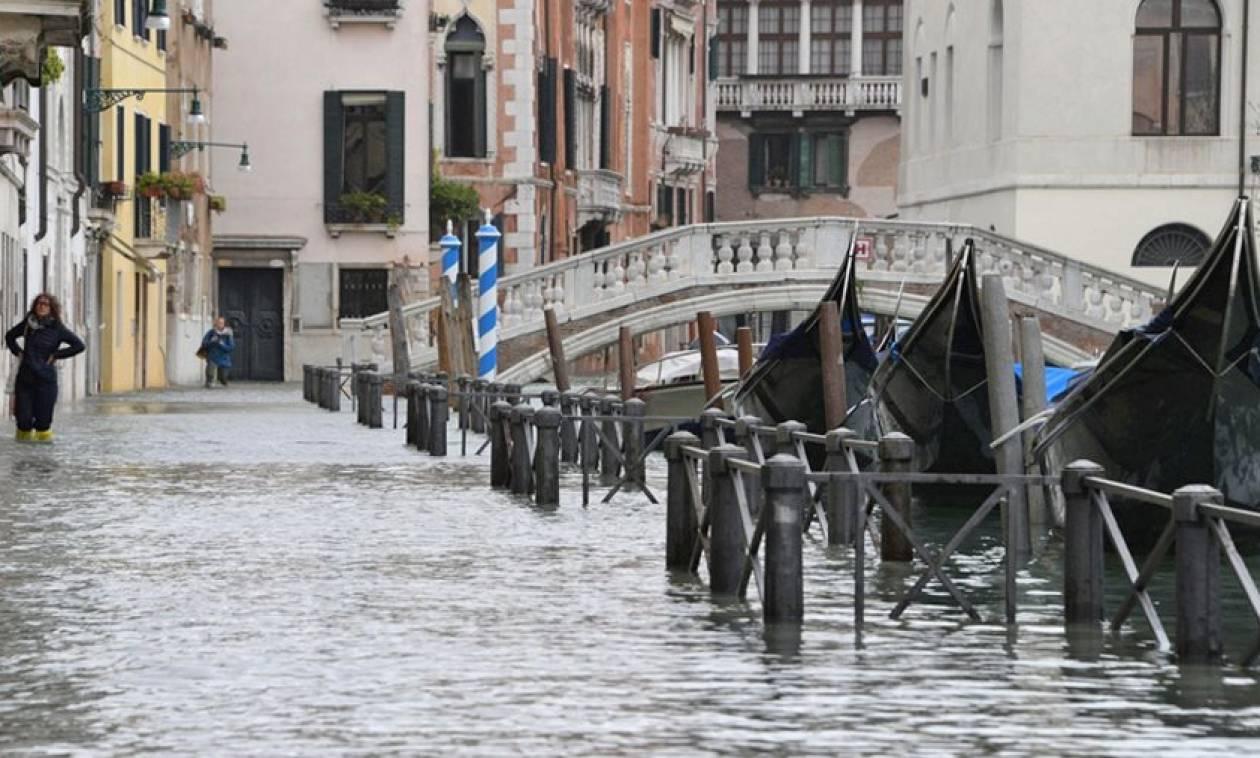 Συναγερμός στην Ευρώπη από φονική θεομηνία: Εικόνες Αποκάλυψης με ισχυρές καταιγίδες και χιόνια