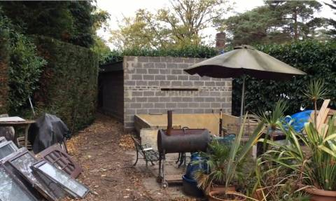 Φρίκη στη Βρετανία: Ζευγάρι συνελήφθη γιατί κρατούσε έναν άνδρα σκλάβο στο σπιτάκι του κήπου (Vid)