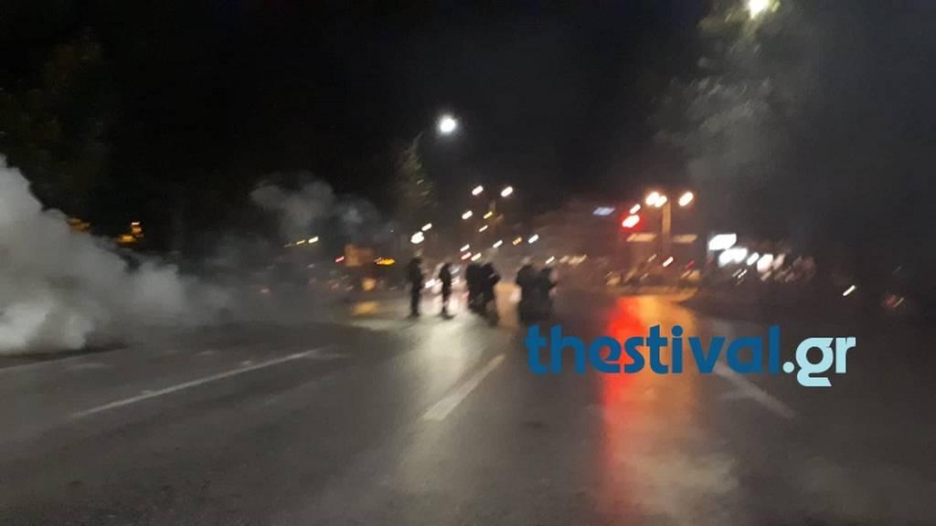 EKTAKTO - Θεσσαλονίκη: Ένταση και επεισόδια στην πορεία για τον Κατσίφα – Πετροπόλεμος και χημικά