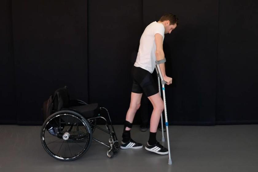 Ιατρικό «θαύμα»: Τέλος στην αναπηρία - Παραπληγικοί περπάτησαν ξανά χάρη σε νέα μέθοδο (Vid)
