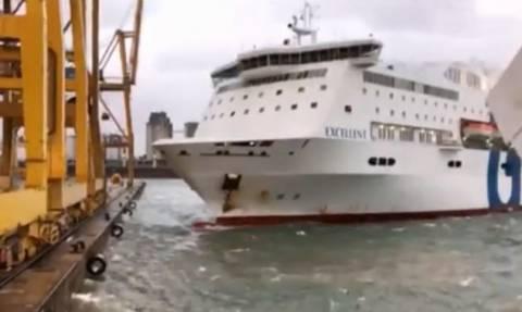 Συγκλονιστικό βίντεο: Πλοίο χτυπά στην αποβάθρα και ισοπεδώνει τεράστιο γερανό