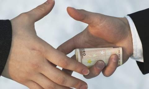 ΑΑΔΕ: Βαριές «καμπάνες» σε επαγγελματίες που ξεπλένουν χρήμα