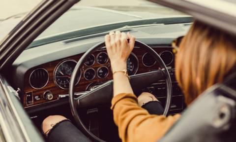Βλέπεις όνειρο ότι οδηγείς και χάνεις τον έλεγχο; Μάθε τι σημαίνει!