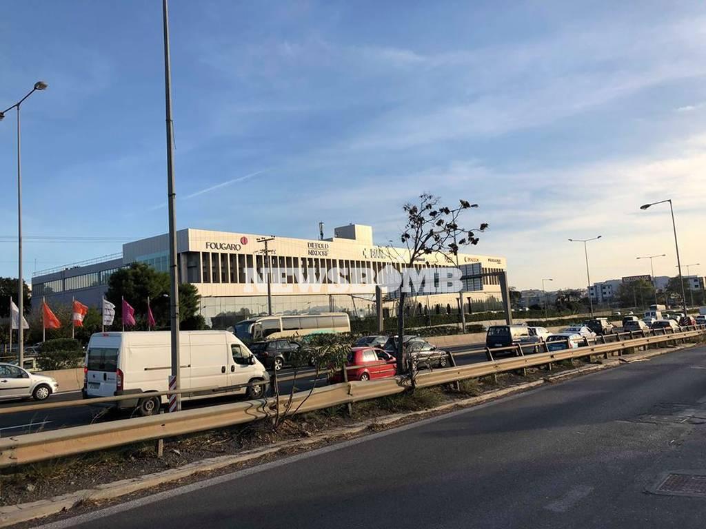 Κυκλοφοριακό «έμφραγμα» στους δρόμους: Ποιοι δρόμοι είναι στα «κόκκινα»