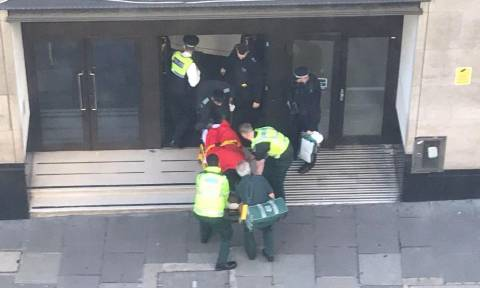 Πανικός στα κεντρικά γραφεία της Sony Music στο Λονδίνο: Άνδρας σε αμόκ μαχαίρωσε δύο άτομα