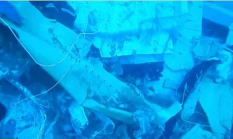 Ινδονησία: Οι πρώτες εικόνες από το βυθισμένο Boeing - Δεμένοι στις θέσεις τους οι νεκροί επιβάτες