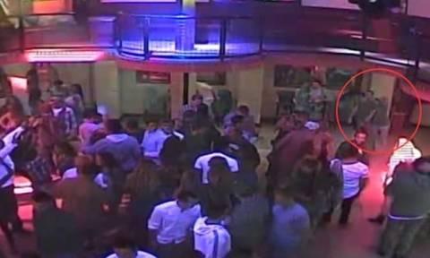 Γυναίκα 1,55μ. «στραγγάλισε» μέχρι λιποθυμίας πορτιέρη γιατί τη χούφτωσε! (video)