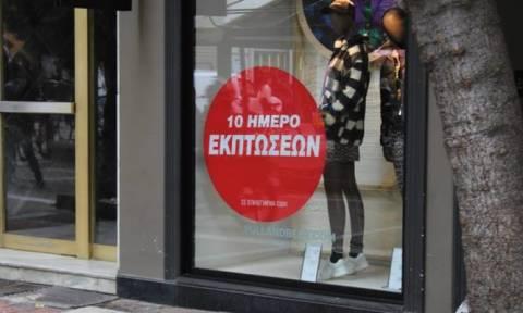 Ενδιάμεσες εκπτώσεις: Τι ώρα κλείνουν σήμερα καταστήματα και σούπερ μάρκετ