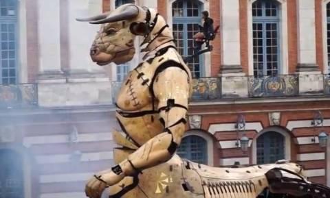 Γαλλία: Ο Μινώταυρος και η Αριάδνη «κατέλαβαν» το κέντρο της Τουλούζης! (vid)