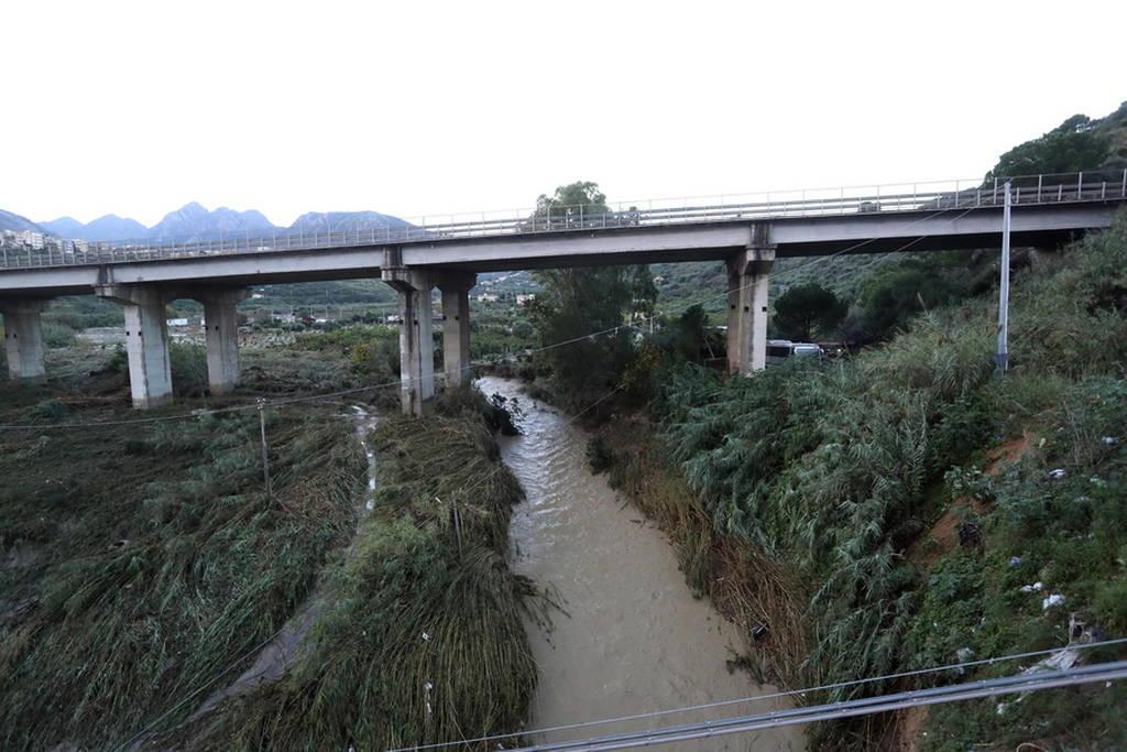Φονικές πλημμύρες στη Σικελία: Δώδεκα νεκροί από τη θεομηνία (pics+vids)
