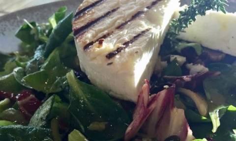 Πεντανόστιμη σαλάτα με μανούρι