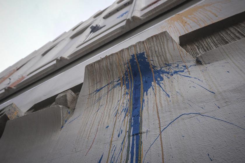 Επίθεση με μπογιές στο Γαλλικό Ινστιτούτο (pic+vid)