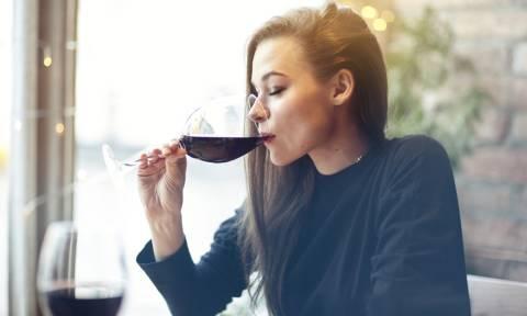 Κόκκινο κρασί: Τα οφέλη του για την ακοή